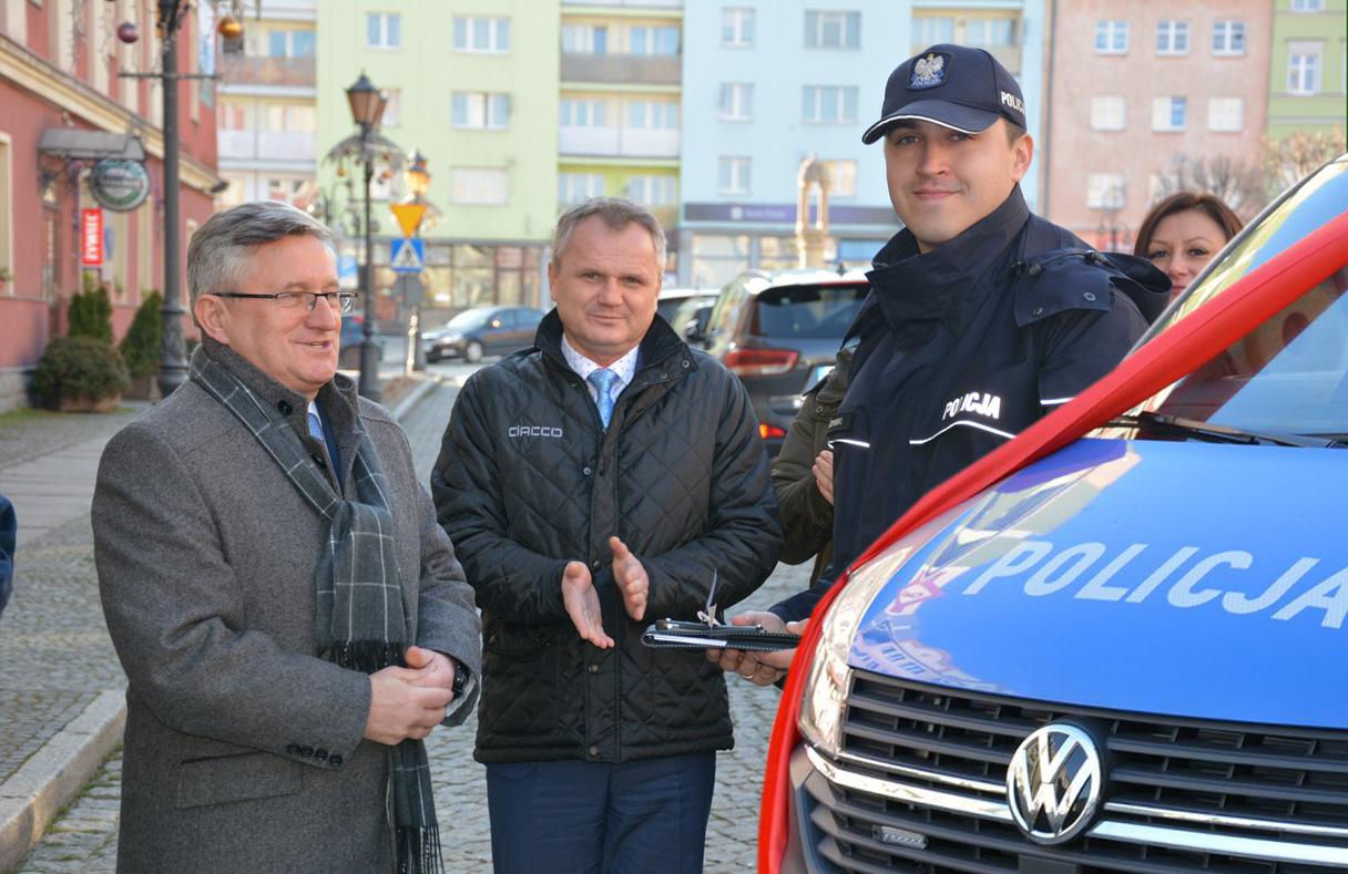 Nowy radiowóz dla strzegomskich policjantów! [FOTO]