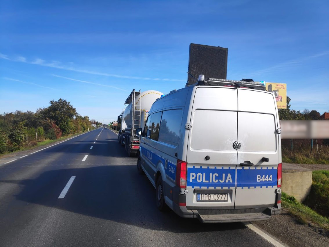 Zdarzenie z udział auta osobowego i ciężarowego pod Strzegomiem [FOTO]
