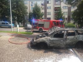 Spłonął samochód przy ul. Promenady [FOTO]
