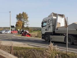 Zdarzenie z udziałem ciężarówki i osobówki [FOTO]